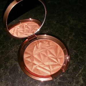 Becca Blushed copper Blush